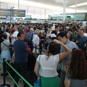 Barcelona's airport conflict pending vote by Eulen assembly of workers