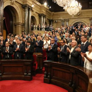 Parliament praises the citizens and Mossos, and calls to end violent extremism
