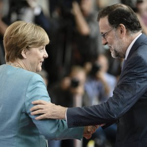Merkel calls Rajoy asking for explanations, other European leaders start to comment