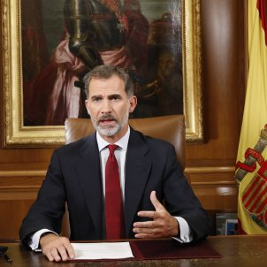 """Spanish king: Catalan government is """"outside the law and democracy"""""""