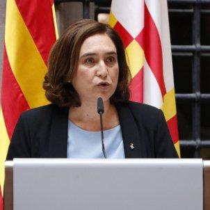 Barcelona's mayor summons European consuls in search for EU mediation