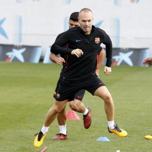 Andrés Iniesta calls for dialogue between Catalonia and Spain