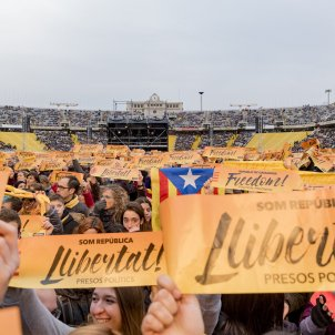 The world of Catalan music, with the prisoners, at Barcelona's Olympic Stadium