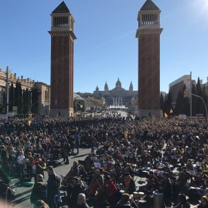 10,000 musicians playing for freedom, in Barcelona's Plaça Espanya