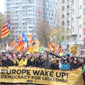 Catalan independence supporters overflow Brussels