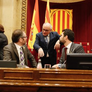 Catalan Parliament re-legitimises Puigdemont but avoids alluding to the proclamation of the republic
