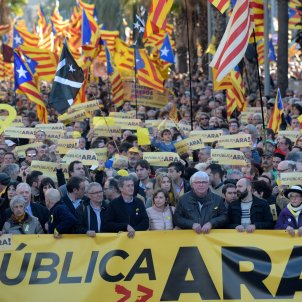 Independence march demands a new Catalan government to implement the Republic
