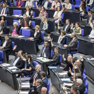 Growing political tension in Germany over extradition request for Puigdemont