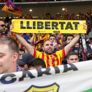 International media see yellow, the colour Spain banned at a football cup final