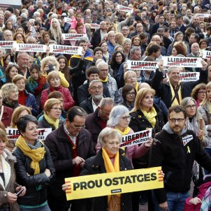 Nobel Peace Prize winner headlines international petition for release of Catalan political prisoners