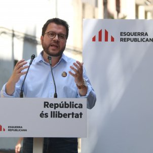 Catalan VP asks Spain to keep watch over its police after yellow bow incident