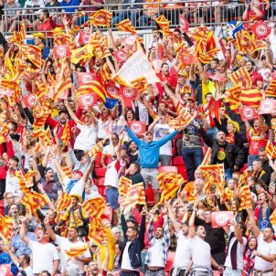 Perpinyà receives its Dragons as heroes, singing the Catalan national anthem