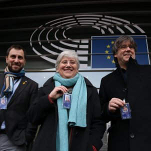 New MEP Clara Ponsatí picks up her parliamentary accreditation in Brussels