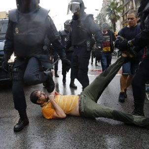 Spanish police deny referendum aggression at centre where 40 voters were injured