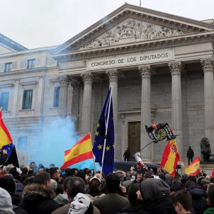 Protesting police officers pursue Catalan MP Laura Borràs in Madrid