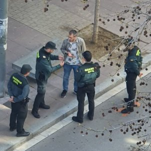 Civil Guards, in Catalonia due to coronavirus, charge man for speaking Catalan