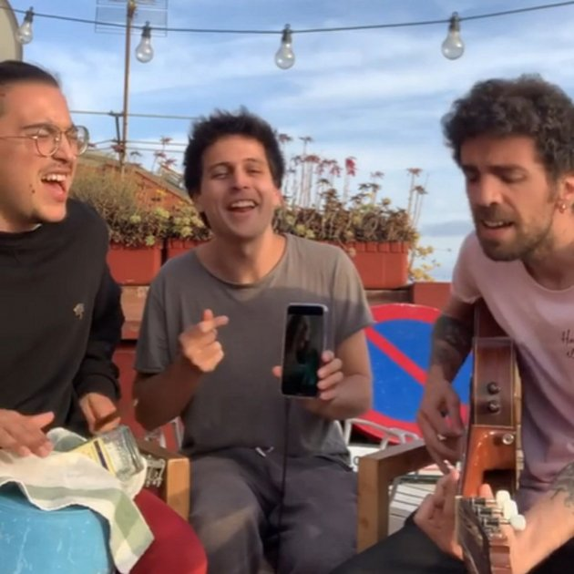 Stay Homas, musicians on a Barcelona terrace with a surprise lockdown hit