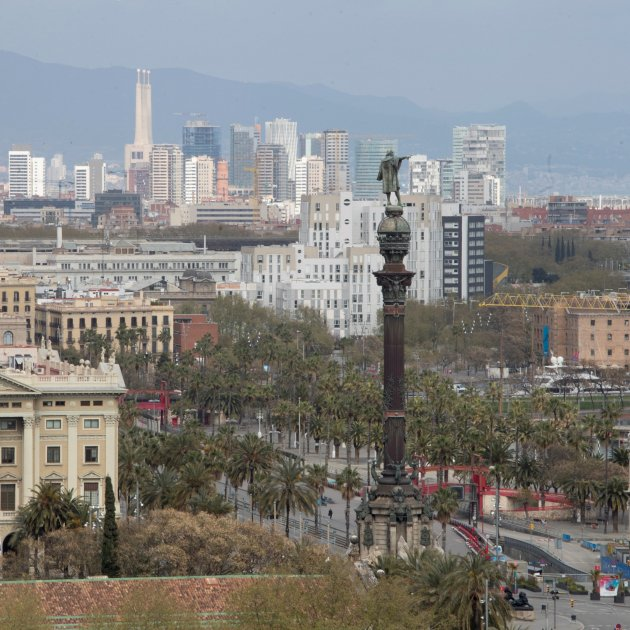 """Barcelona creates """"safe walking routes"""": parks open and pavements are widened"""