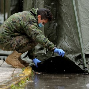 Coronavirus | Images show Spanish army using force against public under new powers