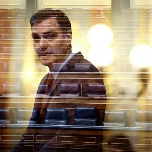 Spanish MPs vote to extend state of alarm but reject Sánchez's political pact idea
