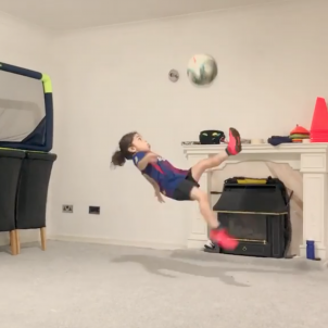 VIDEO | Leo Messi gives in to the talent of six-year-old Arat