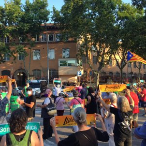 Former Catalan speaker Forcadell cheered by crowd at gates of Barcelona prison