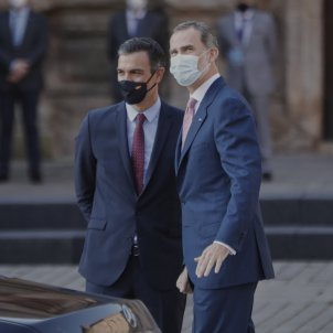Spanish government respects Juan Carlos I's decision to leave and praises Felipe VI