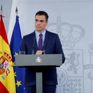 Spanish PM defends the monarchy and evades questions on Juan Carlos I's flight