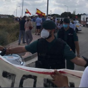 Protests against Felipe VI and Letizia in Menorca kept out of the royal gaze