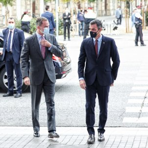 "Felipe VI calls for ""image of unity"" in Barcelona, locked down against protests"