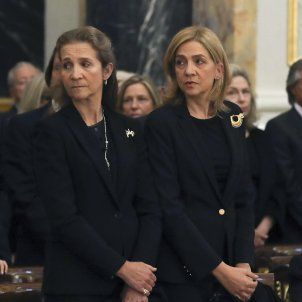 Spanish royals, vaccinated on visit to fugitive father with public cost of €33,600