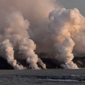Twenty days of eruption of the La Palma volcano: more quakes, lava and ash
