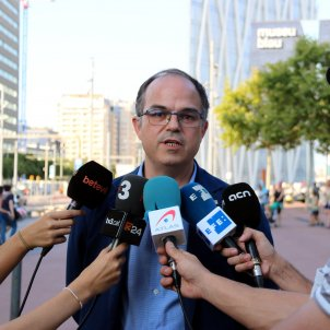 Turull to explain to embassies and consulates that Spanish state is responsible for airport chaos