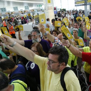 The ANC bursts in on the strike at Barcelona's El Prat airport, asking for independence