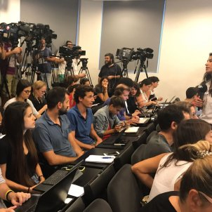 Indignation over complaints from journalists at a press conference in Catalan
