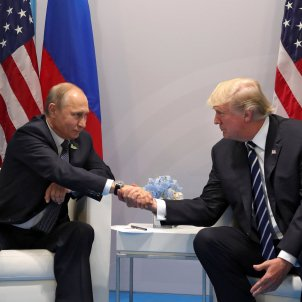 Assange and the imaginary triangle: Putin, Trump and ... Puigdemont