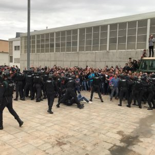 Spain's Civil Guard surround the polling station of Catalan president Puigdemont