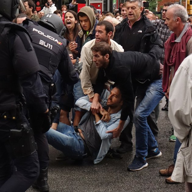 Police videos of attacks against Catalan referendum published