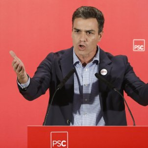 Opposition leader agrees with Rajoy to debate constitutional reform