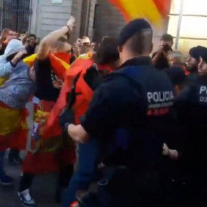 Far-right confrontation with Mossos in central Barcelona