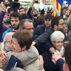 Emotional farewell as Catalan MPs leave for Madrid court