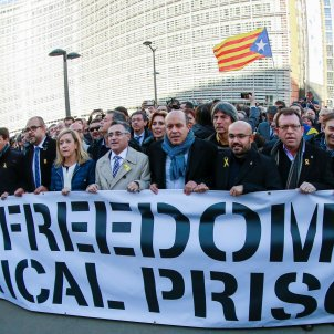 Almost 200 Catalan mayors protest imprisonments in front of the European Commission