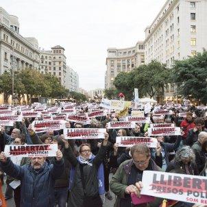 Call for release of political prisoners in Barcelona's plaça de la Catedral