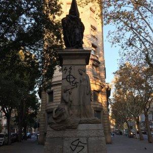 Extremists attack statue of symbolic Catalan figure Casanova