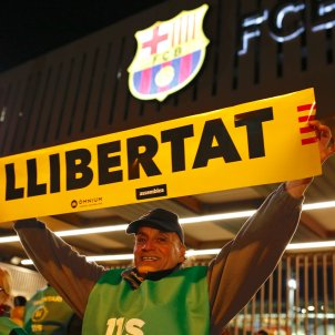 Yellow banners at Barça's Camp Nou for the release of the political prisoners