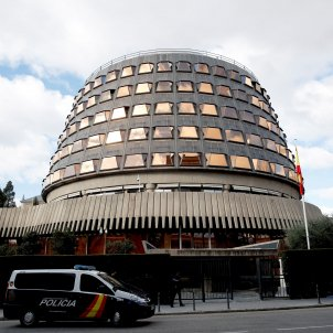Constitutional Court suspends investiture session - unless Puigdemont attends