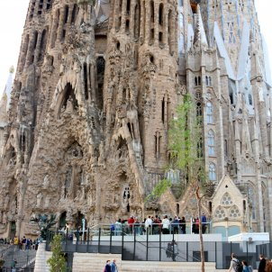 Video: how three young men dodged security and climbed the Sagrada Familia