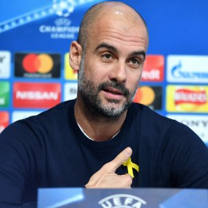 Guardiola, fined 22,500 euros for wearing a yellow ribbon