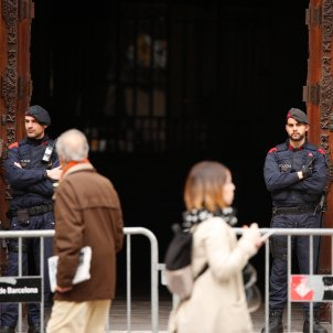 Civil Guard searches of the Catalan government palace and Òmnium's headquarters