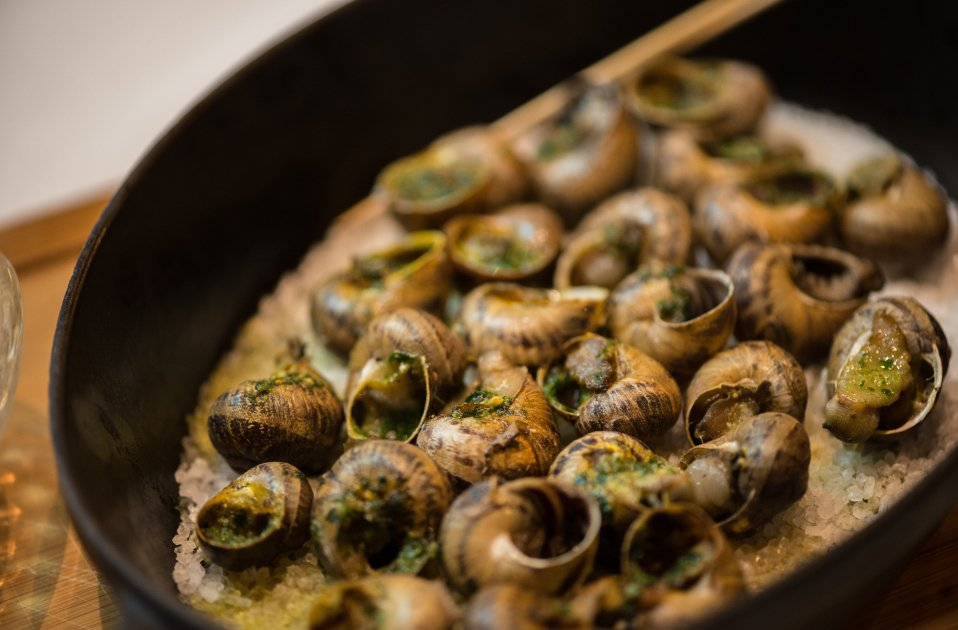 Catalan classics: how to eat snails